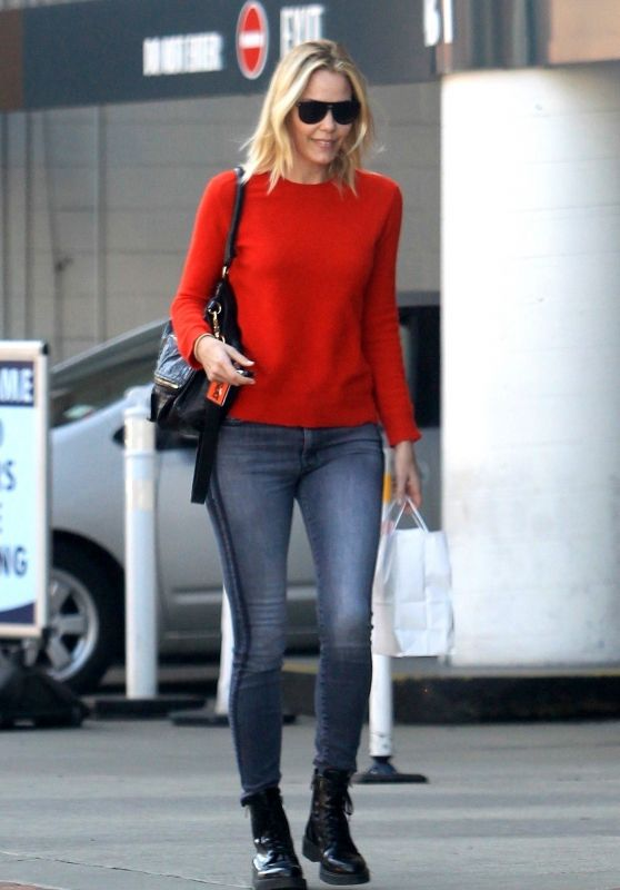 Leslie Bibb - Shopping in Beverly Hills 01/18/2018