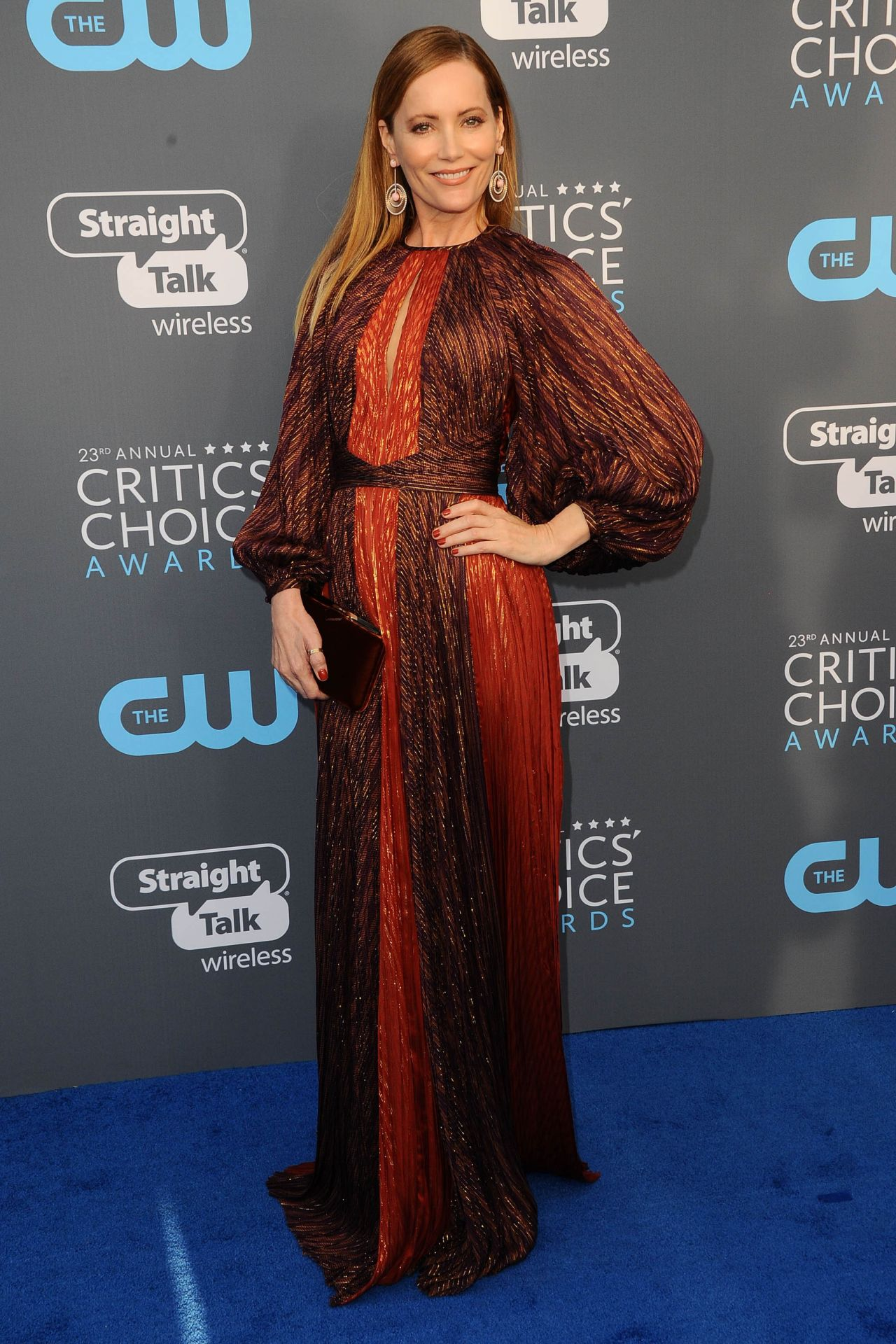 http://celebmafia.com/wp-content/uploads/2018/01/leslie-mann-2018-critics-choice-awards-5.jpg