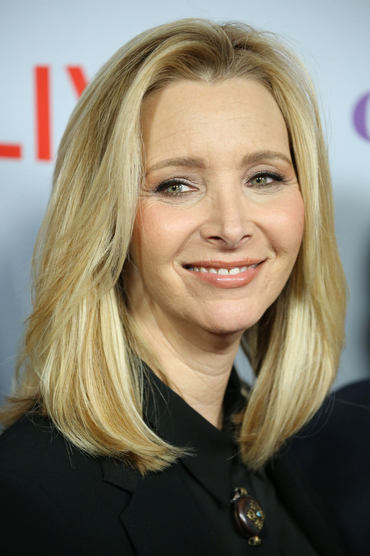 Lisa Kudrow Grace Amp Frankie Season 4 Premiere In La