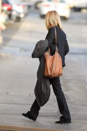 Lisa Kudrow - Heading to the Jimmy Kimmel Live in Los Angeles