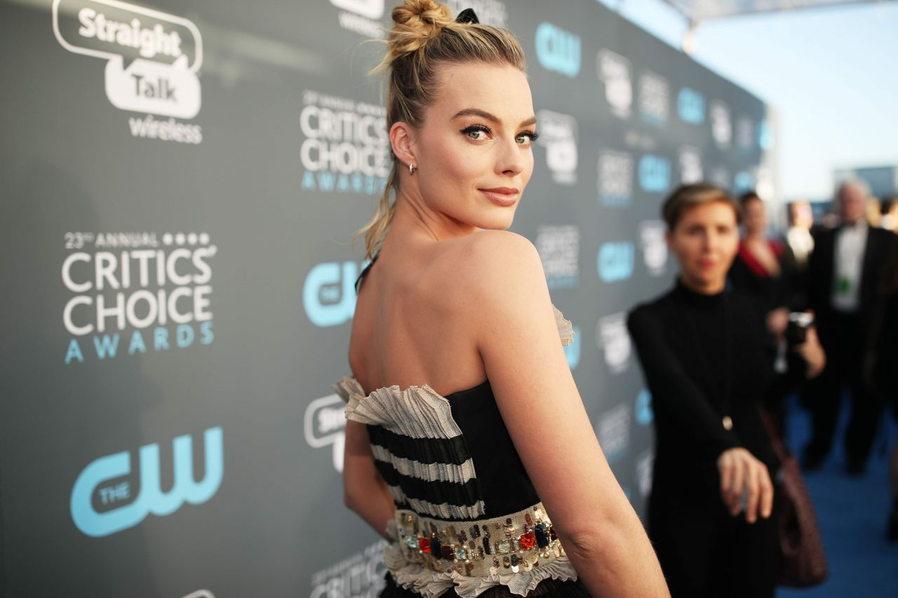 http://celebmafia.com/wp-content/uploads/2018/01/margot-robbie-2018-critics-choice-awards-0.jpg