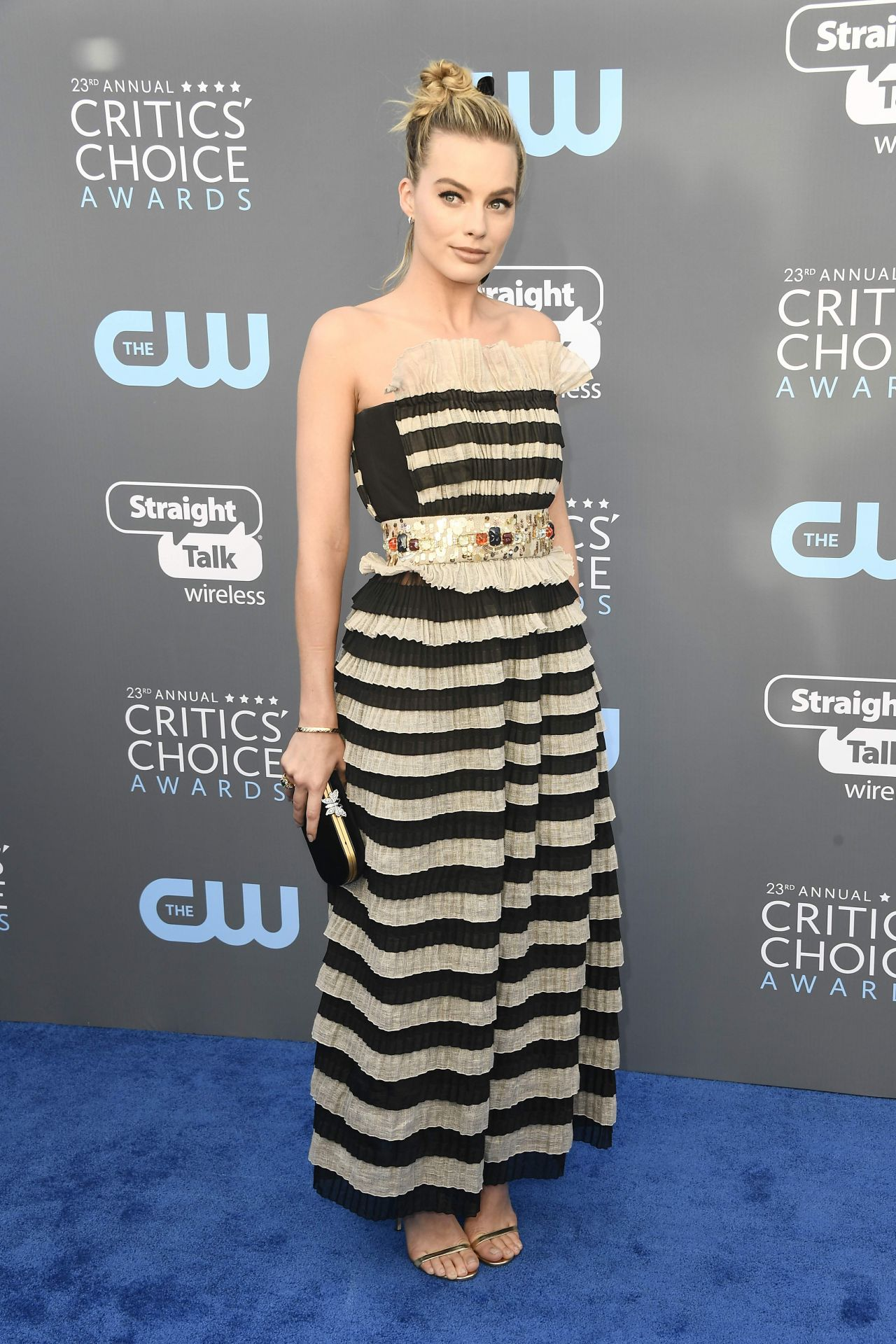 http://celebmafia.com/wp-content/uploads/2018/01/margot-robbie-2018-critics-choice-awards-18.jpg