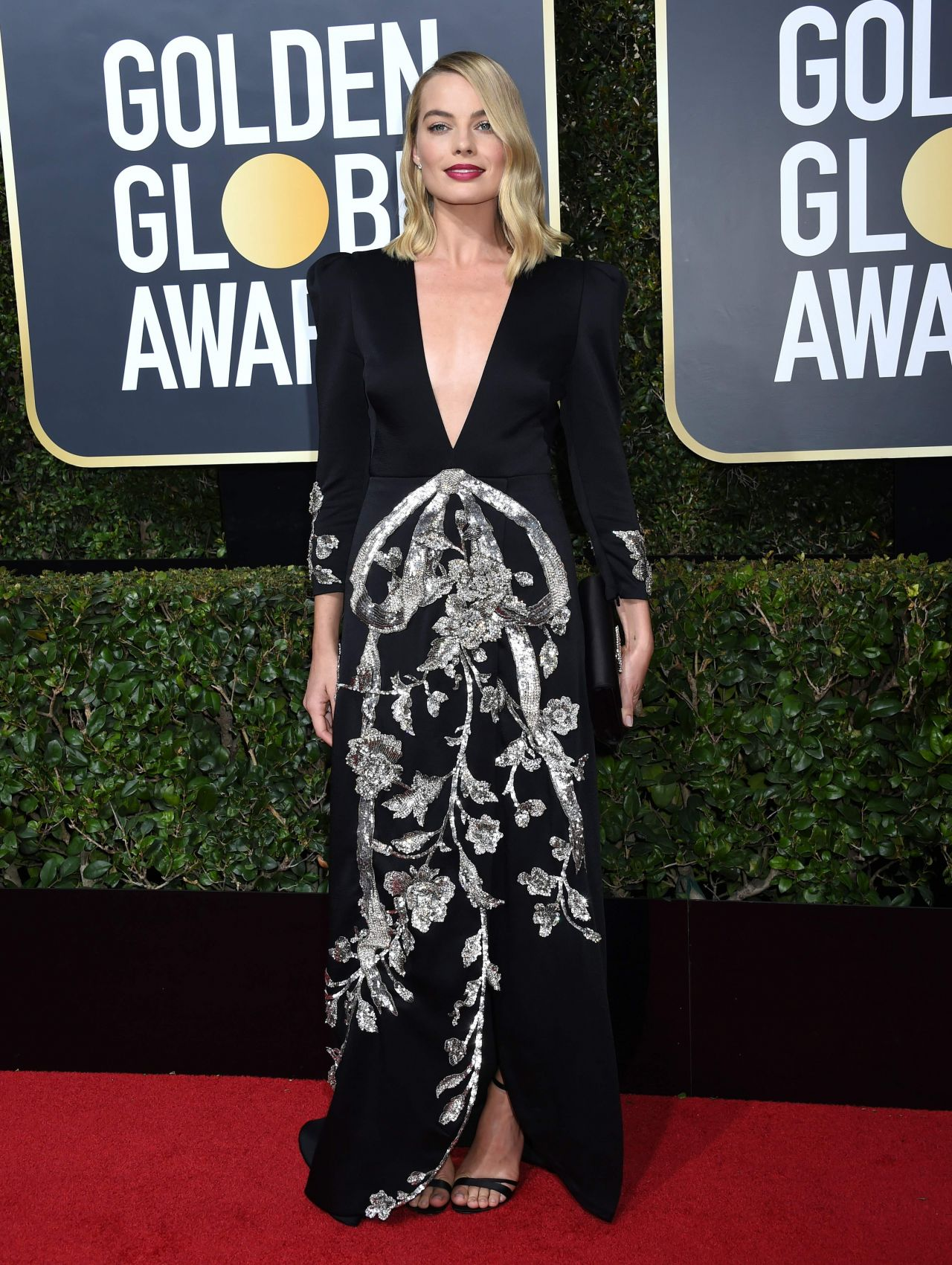 http://celebmafia.com/wp-content/uploads/2018/01/margot-robbie-golden-globe-awards-2018-3.jpg