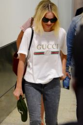 Margot Robbie in Casual Outfir Arriving in Sydney