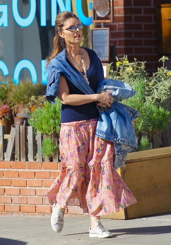 Maria Shriver - Out in Venice Beach 01/28/2018