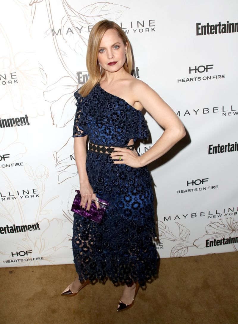 http://celebmafia.com/wp-content/uploads/2018/01/mena-suvari-pre-sag-awards-2018-party-in-los-angeles-3.jpg