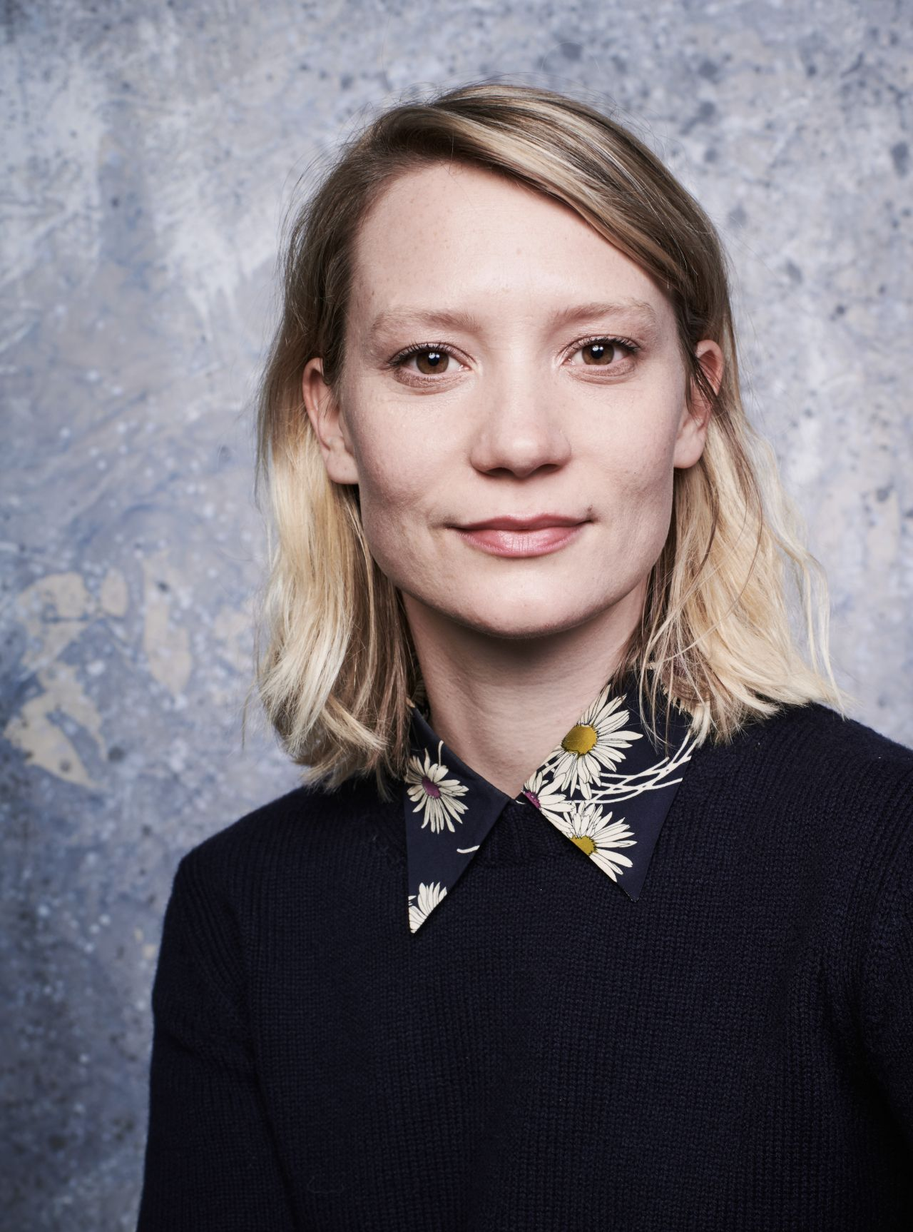 mia wasikowska � deadline studio portraits at sundance