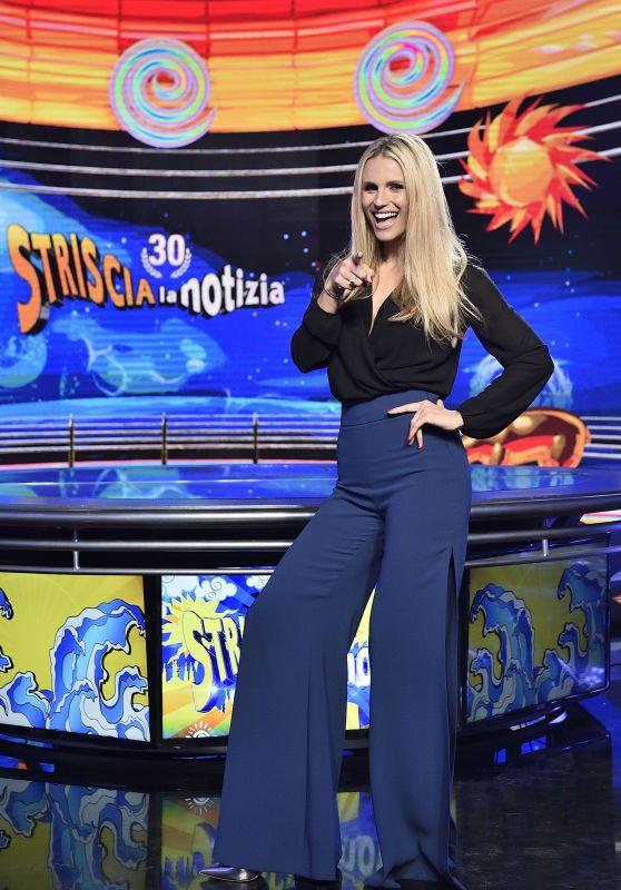 """Michelle Hunziker - """"Striscia la notizia"""" TV Show Photocall in Milan"""