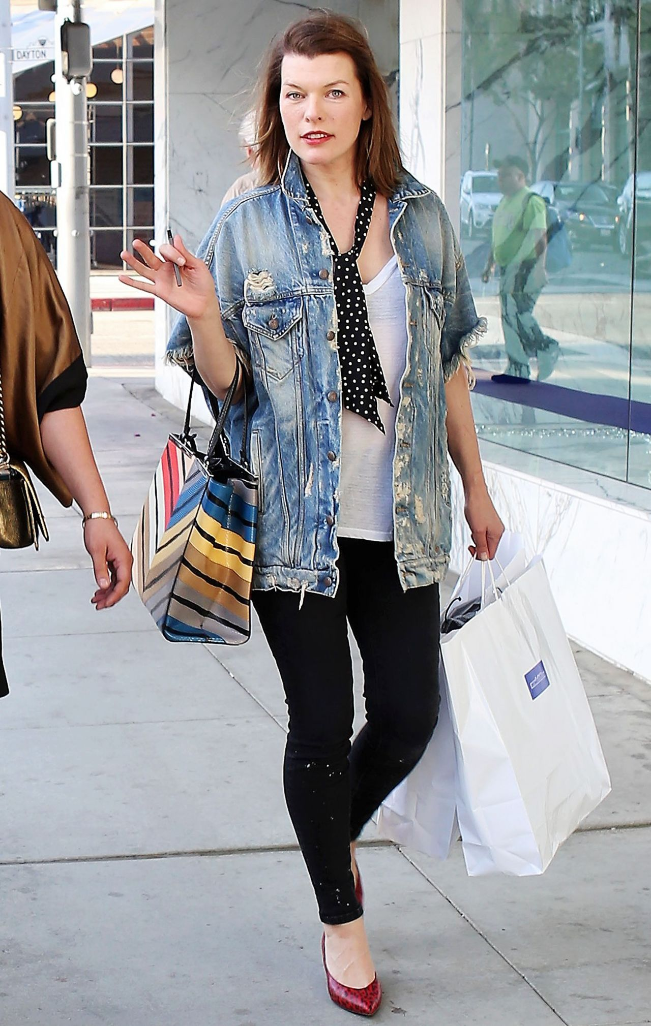 Milla Jovovich in Casual Outfit Out in Beverly Hills милла йовович