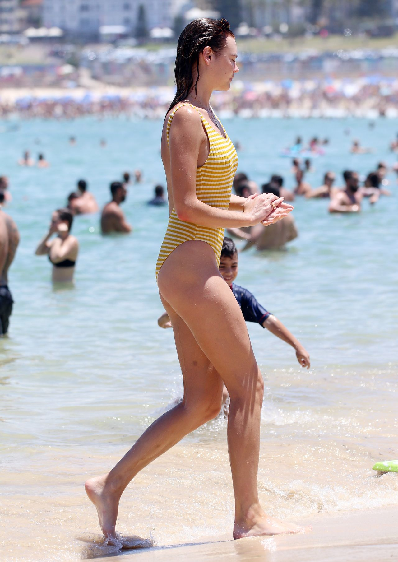 Montana Cox in Black Bikini at Tamarama beach in Sydney Pic 32 of 35