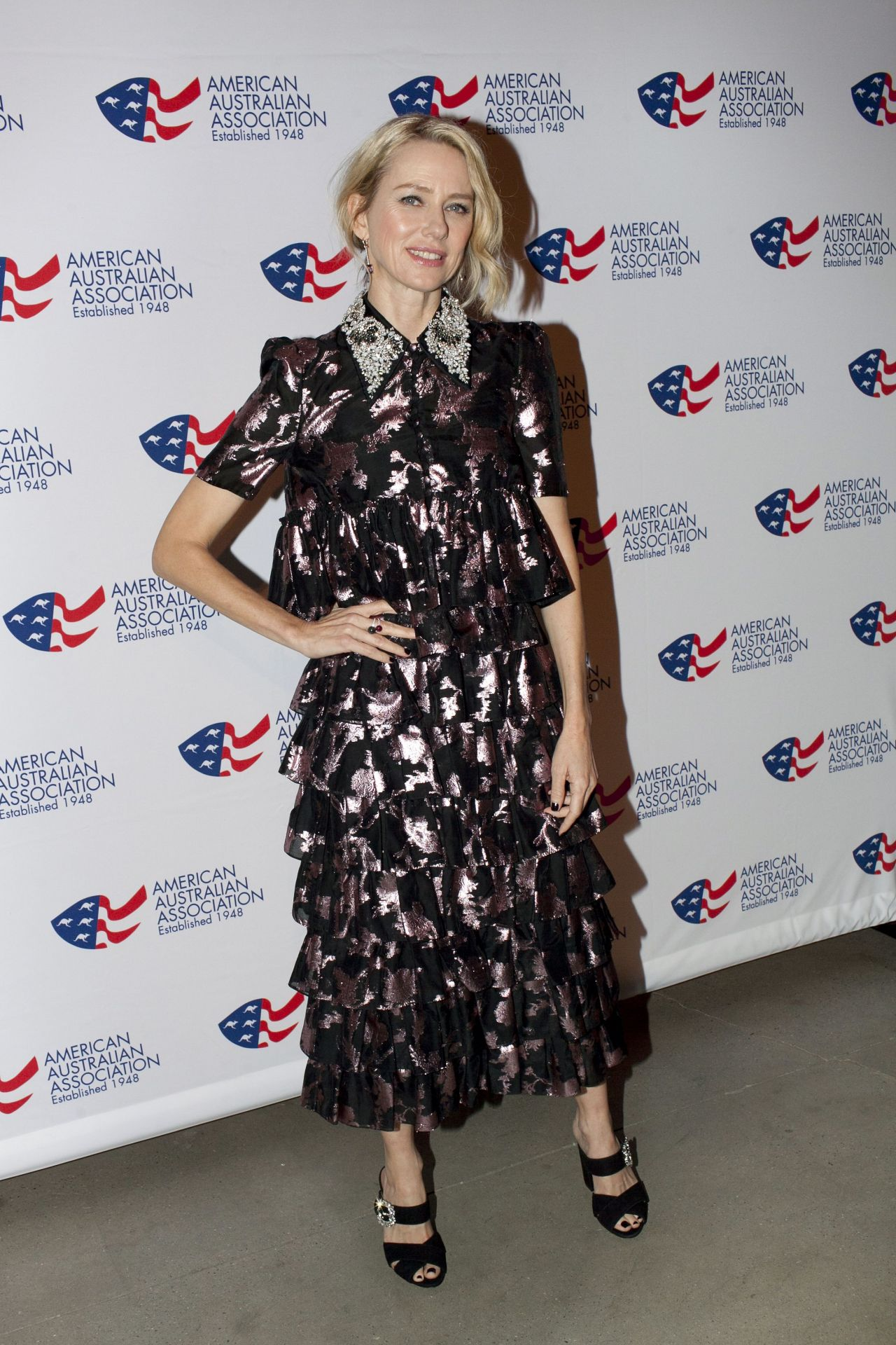 http://celebmafia.com/wp-content/uploads/2018/01/naomi-watts-and-laura-brown-australia-day-arts-awards-in-new-york-5.jpg