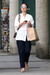 Natalie Portman at a Local Bakery in Los Angeles