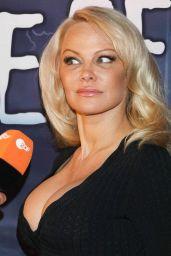 Pamela Anderson - Hans Klok- House Of Mystery Show in Hamburg