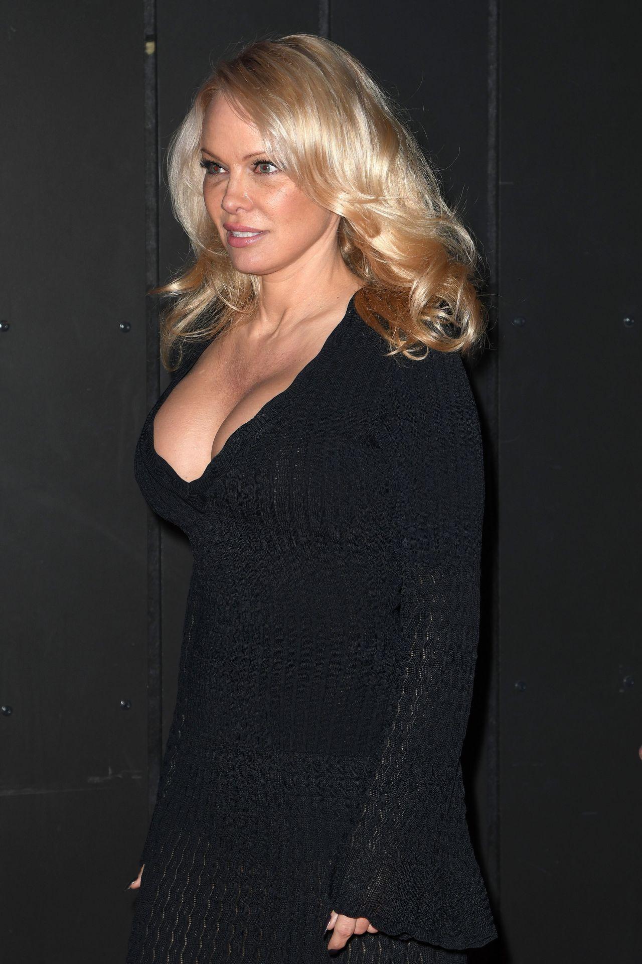 Pamela Anderson - Hans Klok- House Of Mystery Show in Hamburg памела андерсон