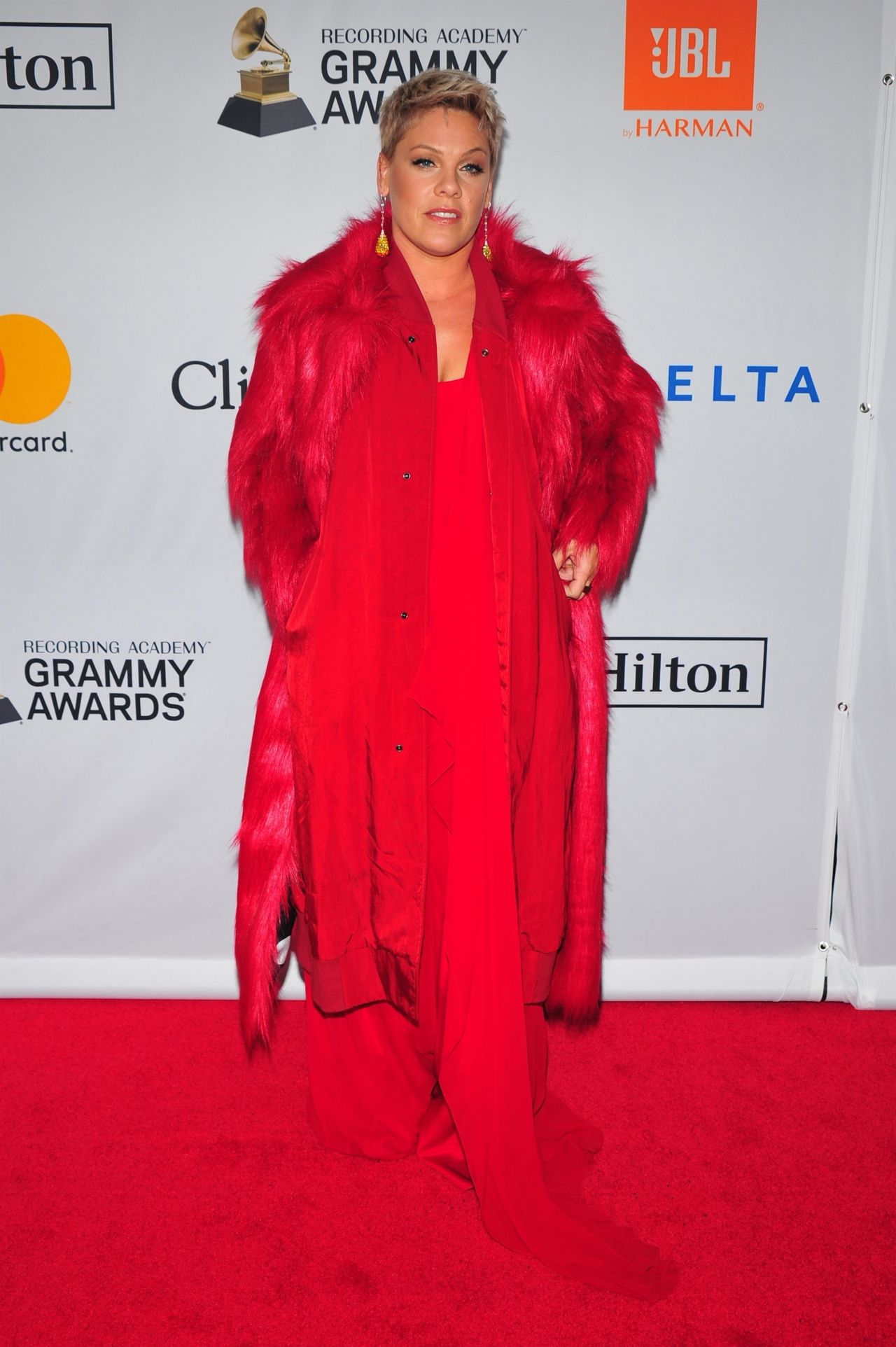http://celebmafia.com/wp-content/uploads/2018/01/pink-clive-davis-and-recording-academy-pre-grammy-gala-in-nyc-1.jpg