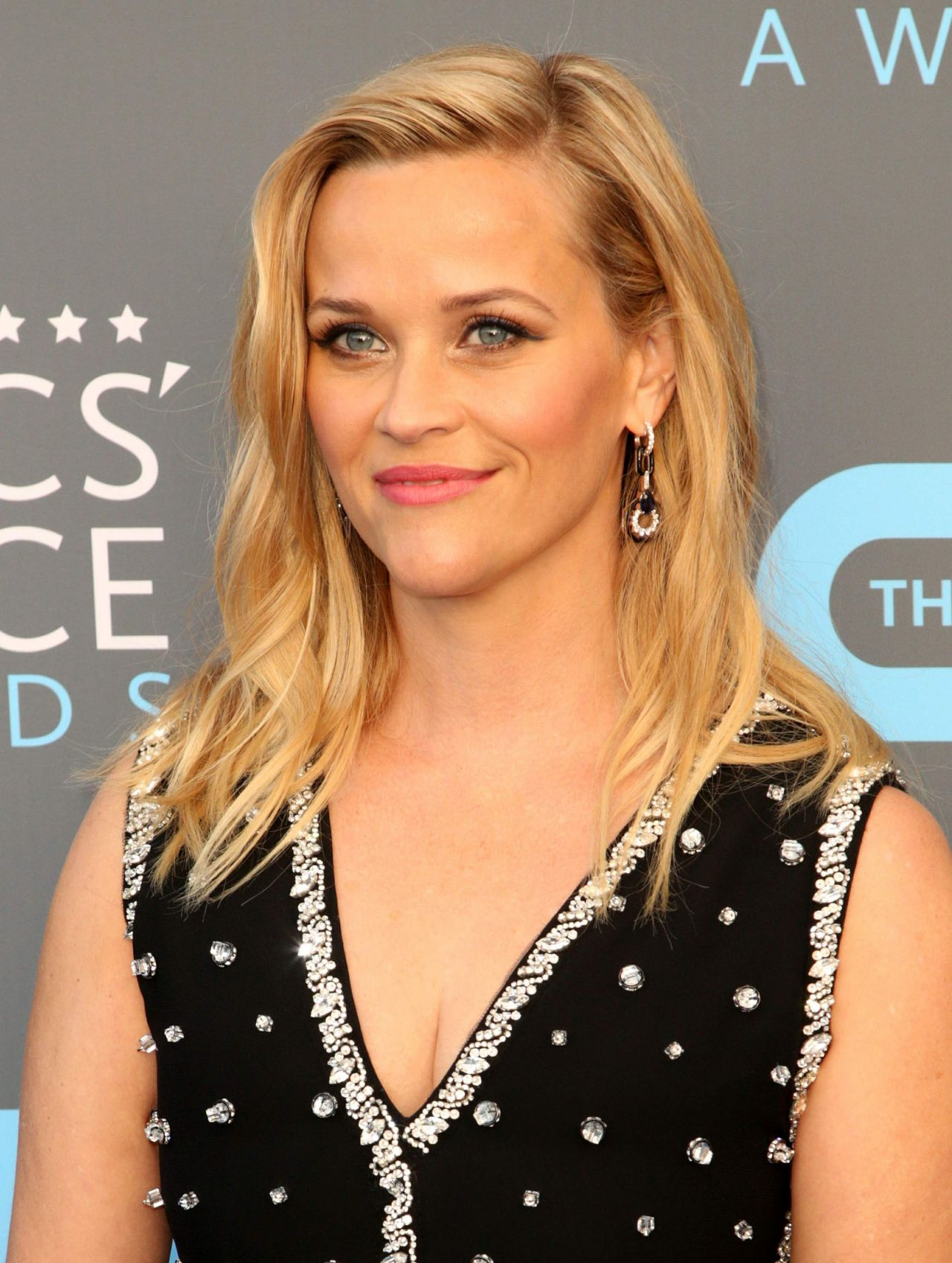 http://celebmafia.com/wp-content/uploads/2018/01/reese-witherspoon-2018-critics-choice-awards-5.jpg