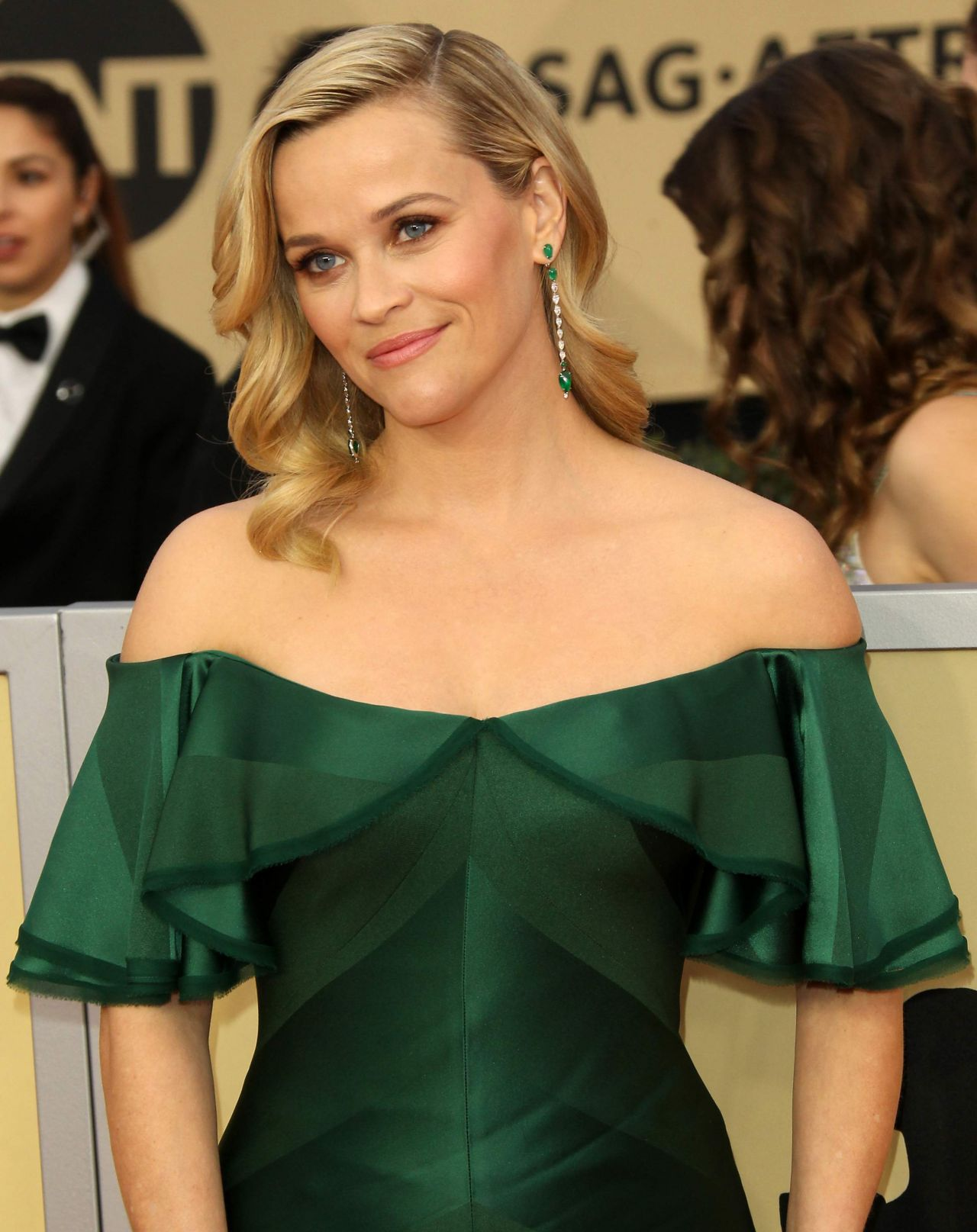 http://celebmafia.com/wp-content/uploads/2018/01/reese-witherspoon-2018-sag-awards-in-la-5.jpg