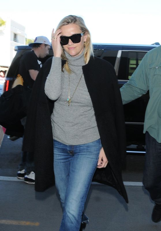 Reese Witherspoon at LAX Departures 01/28/2018