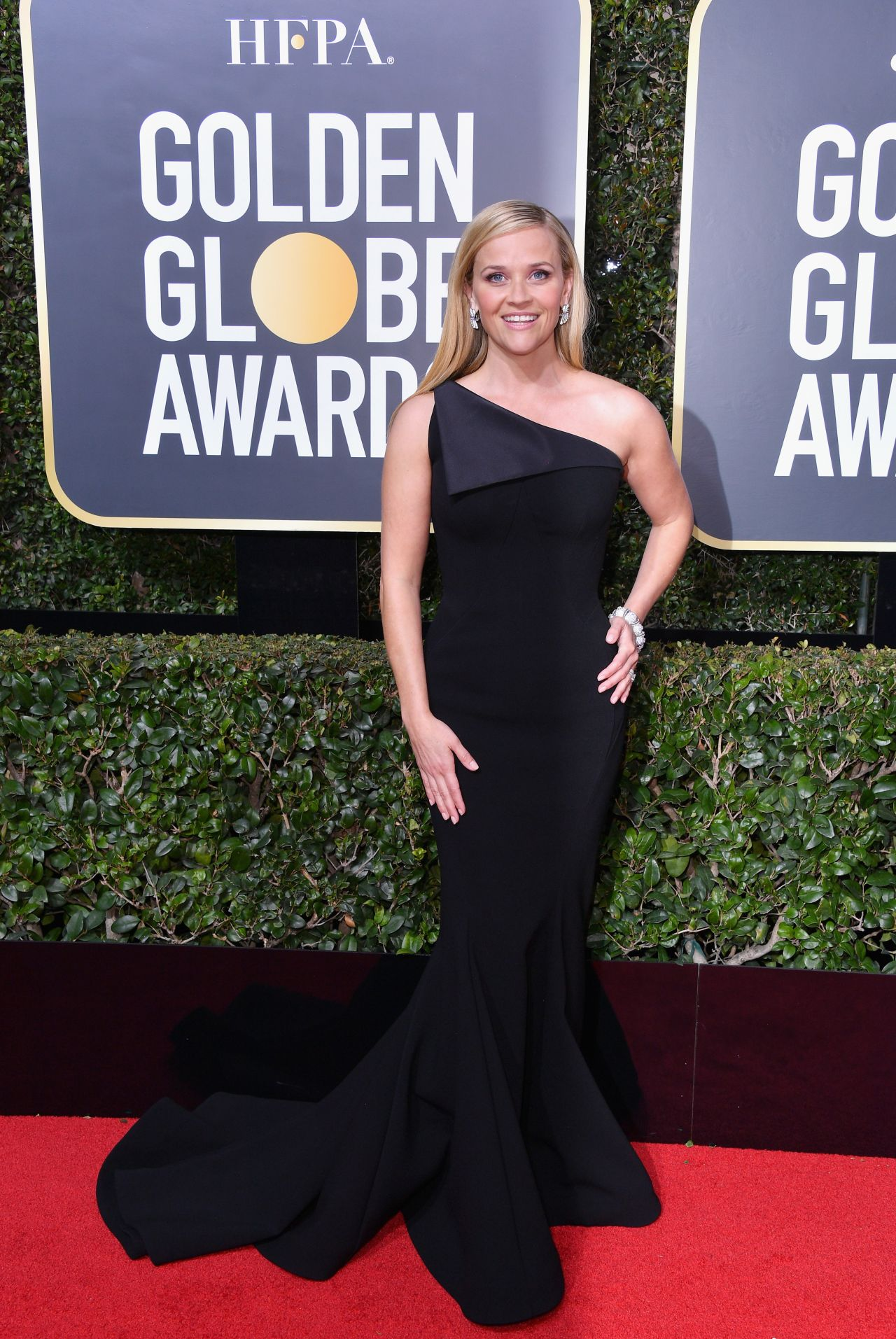 http://celebmafia.com/wp-content/uploads/2018/01/reese-witherspoon-golden-globe-awards-2018-8.jpg