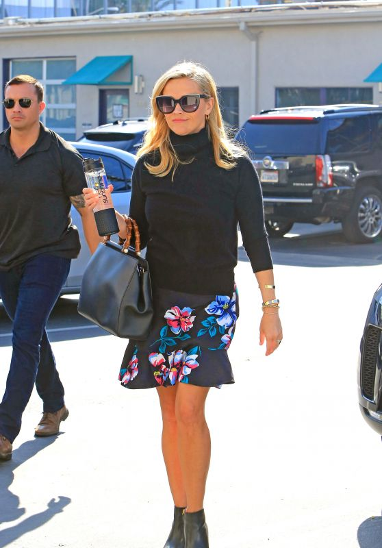 Reese Witherspoon is Stylish - Out in Los Angeles 01/10/2018