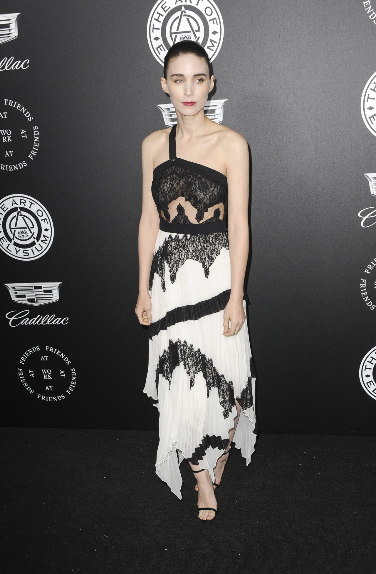http://celebmafia.com/wp-content/uploads/2018/01/rooney-mara-the-art-of-elysium-black-tie-artistic-eperience-heaven-in-santa-monica-8.jpg