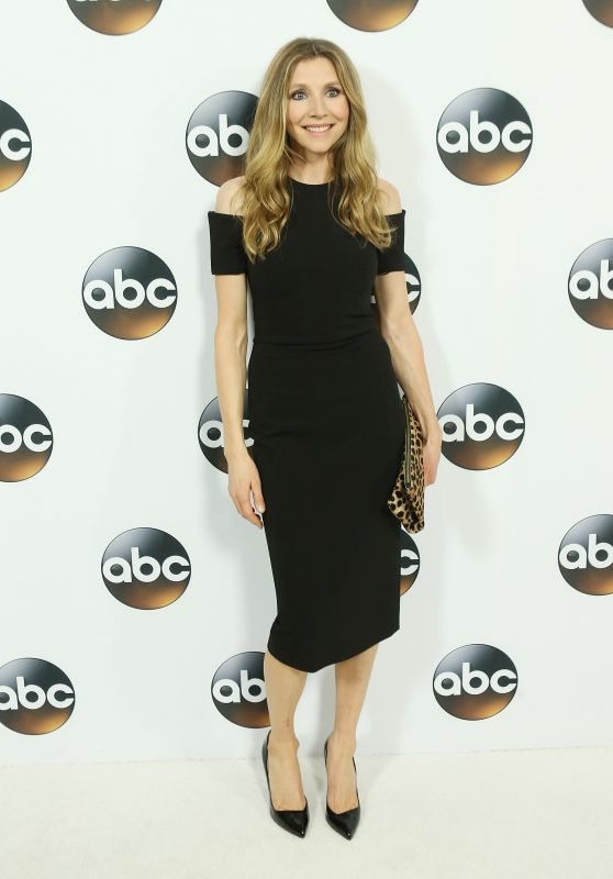 Sarah Chalke – Disney ABC Television TCA Winter Press Tour in LA
