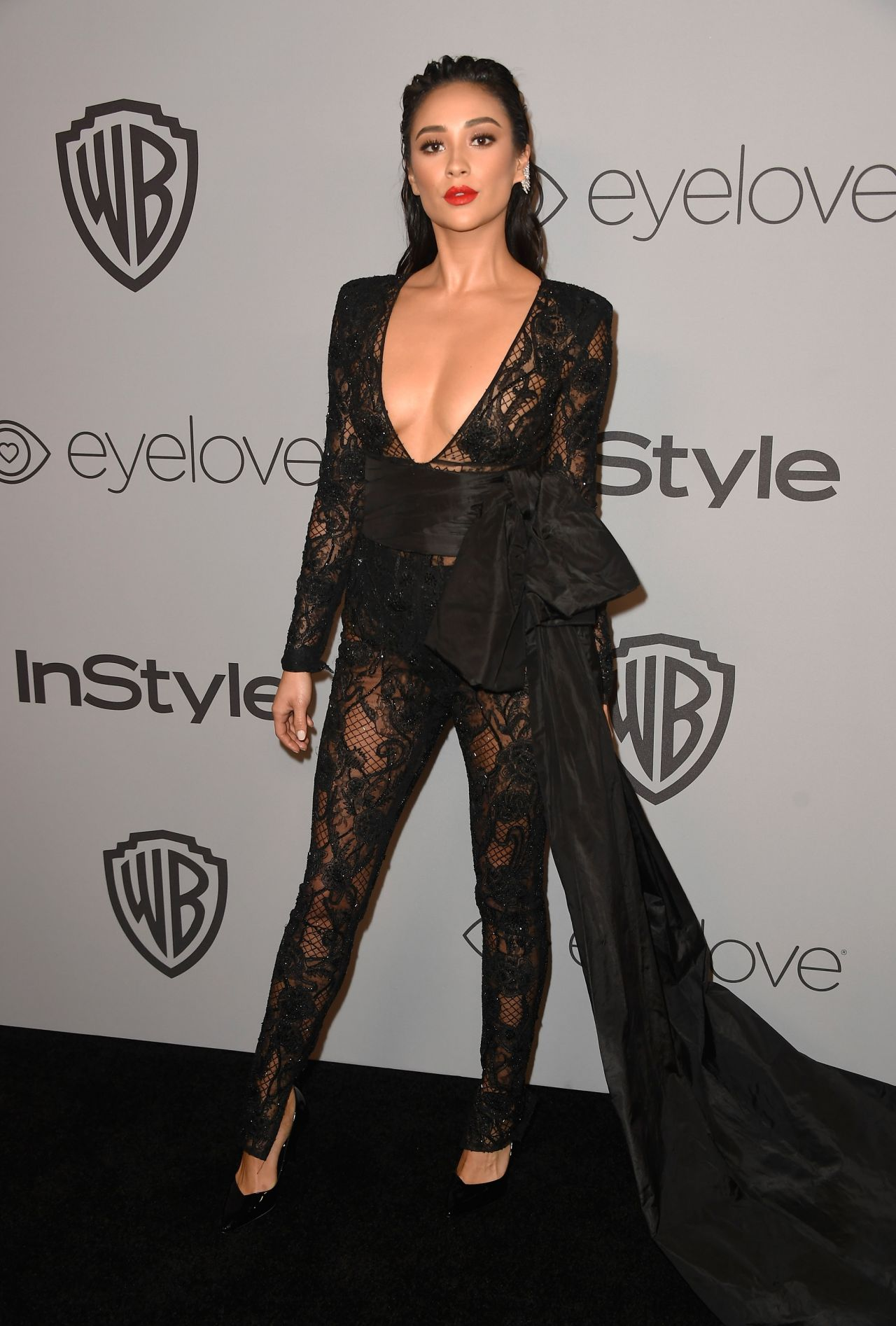 http://celebmafia.com/wp-content/uploads/2018/01/shay-mitchell-instyle-and-warner-bros-golden-globes-2018-after-party-1.jpg