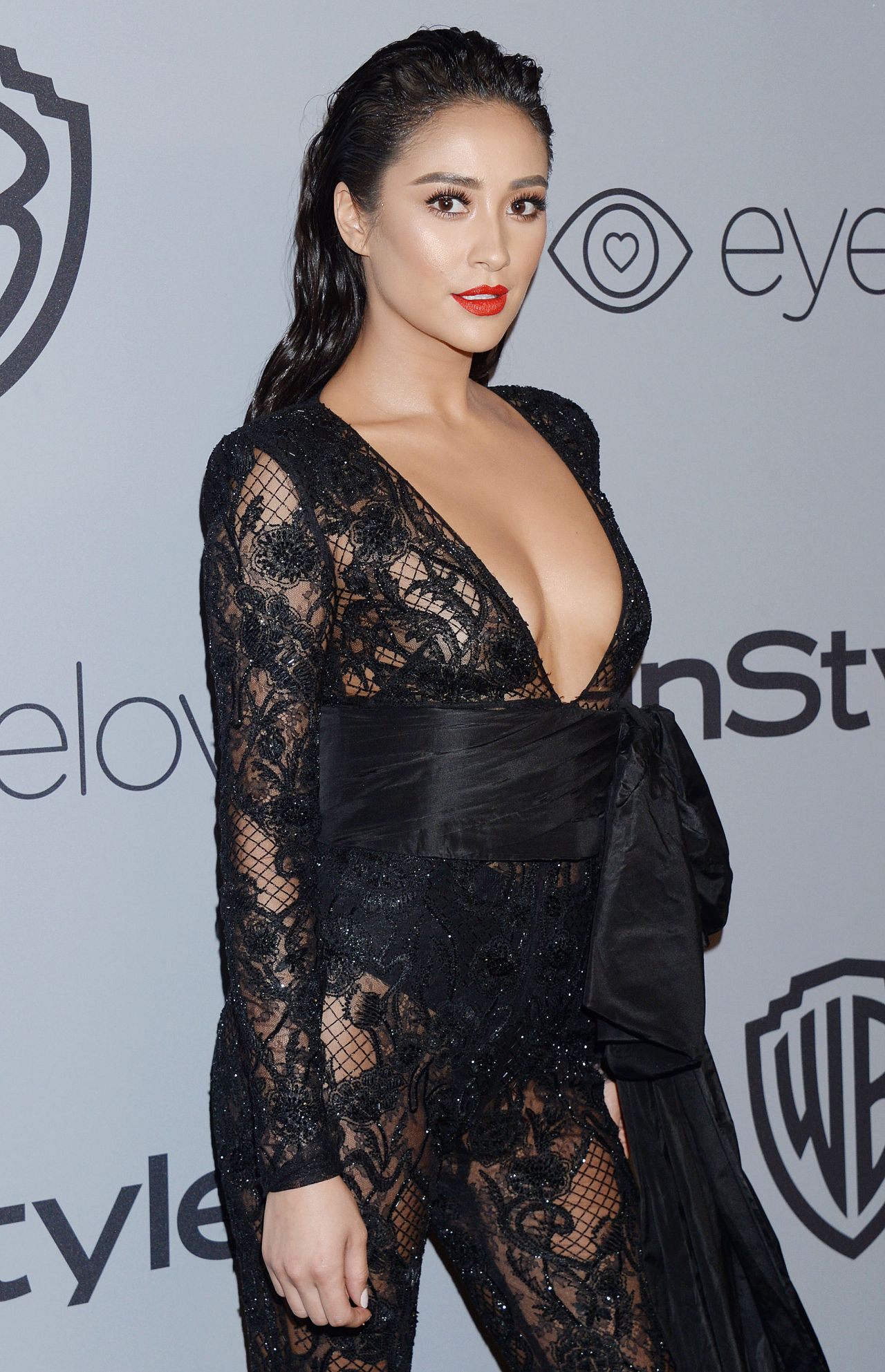 http://celebmafia.com/wp-content/uploads/2018/01/shay-mitchell-instyle-and-warner-bros-golden-globes-2018-after-party-3.jpg