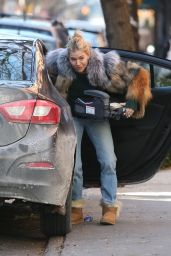 Sienna Miller in Winter Outfit - Unloading a Car in the West Village