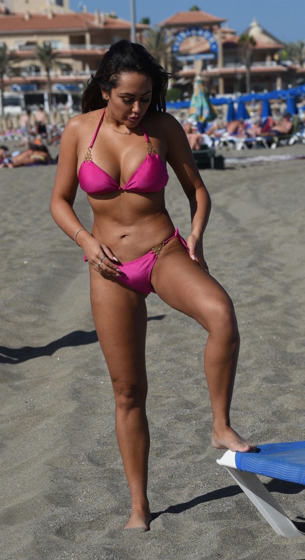 Sophie Kasaei in Bikini on the beach in Turkey Pic 7 of 35