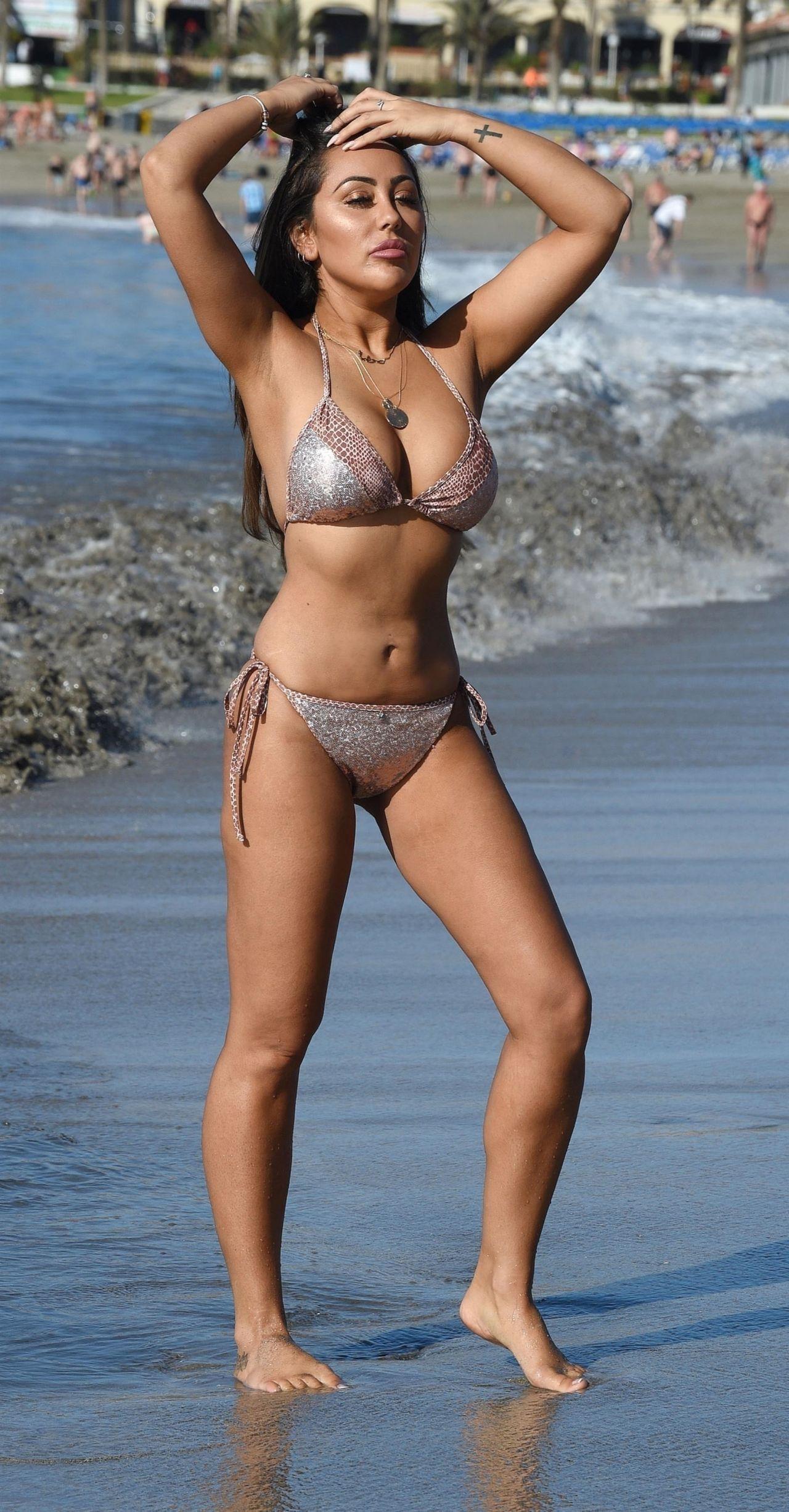 Sophie Kasaei in Bikini on the beach in Turkey Pic 9 of 35