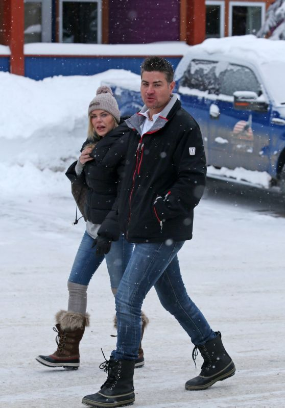 Sophie Monk and Stu Laundy Spending a Romantic Holiday in Canada, December 2017