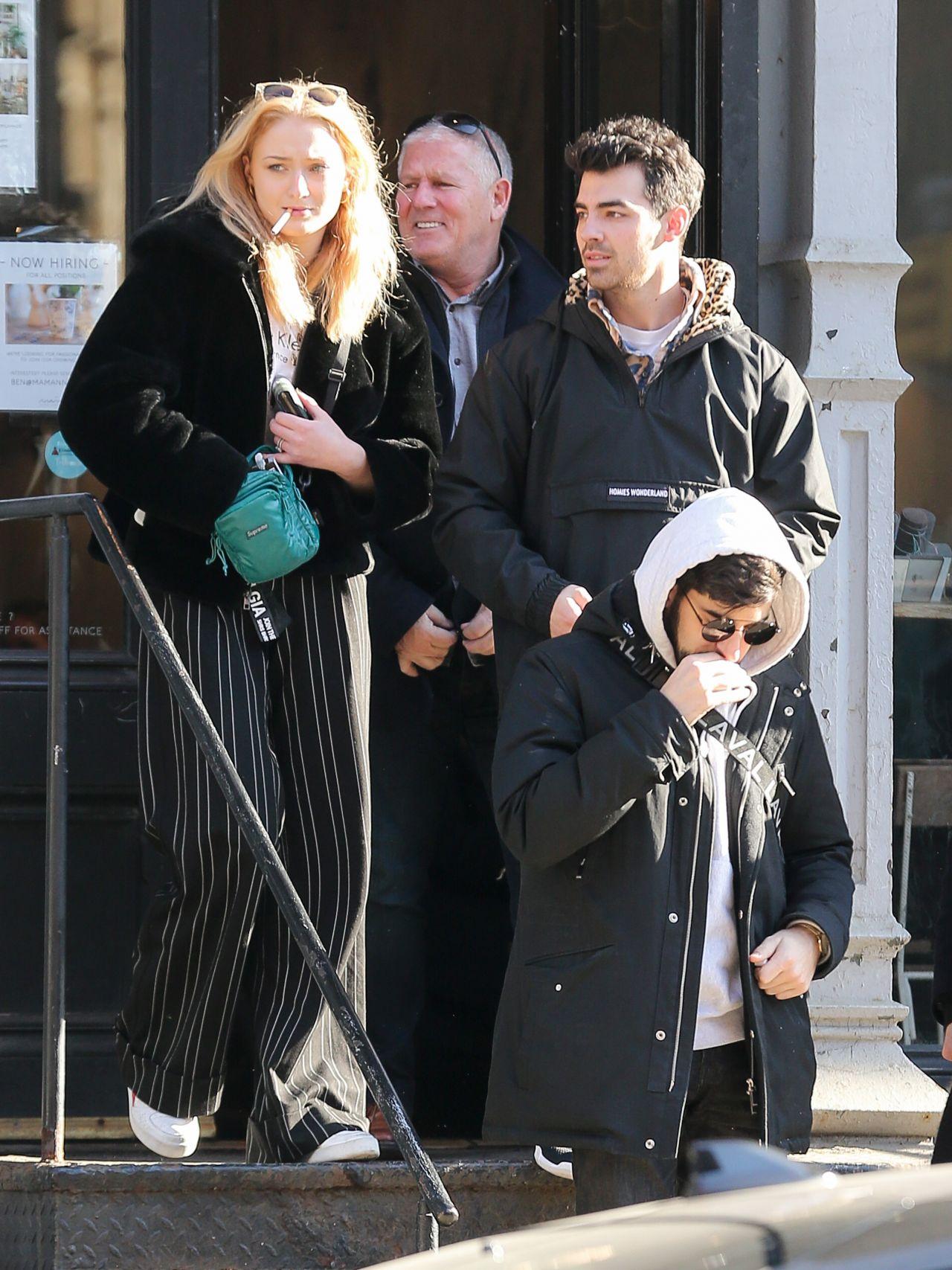 Sophie Turner, Joe Jonas, Nick Jonas & Kevin Jonas - Have ...