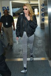 Stella Maxwell in Travel Outfit Arrives at the LAX Airport in Los Angeles