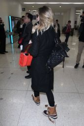 Suki Waterhouse Travel Style - LAX Airport in Los Angeles 01/22/2018