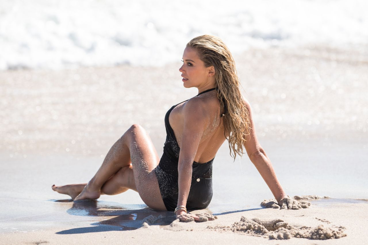 Sylvie Meis in Black Bikini on the beach in Miami Pic 21 of 35