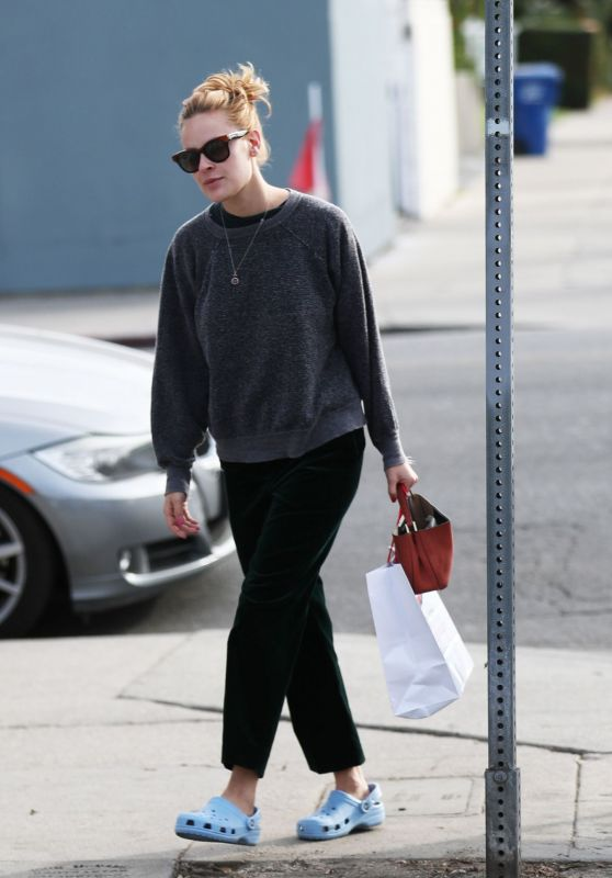 Tallulah Willis Street Style - Shopping at Sportie LA on Melrose Avenue