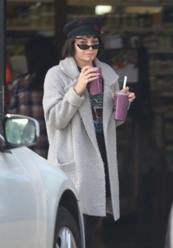 Vanessa Hudgens - Picks up Blueberry Bliss Smoothies from Earthbar in LA