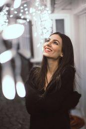 Victoria Justice - Social Media 01/12/2018