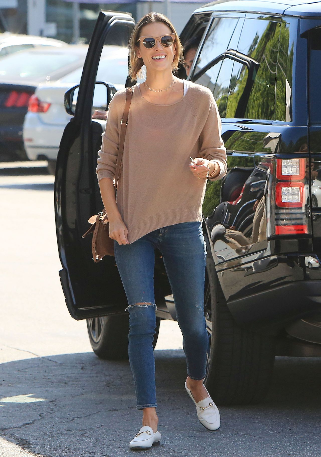 alessandra ambrosio street style out in la 02012018