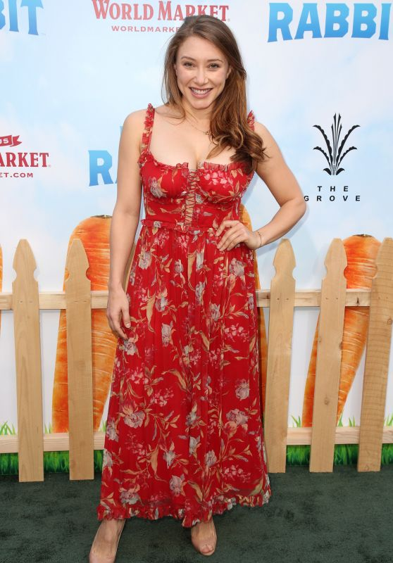 "Alexandra Vino – ""Peter Rabbit"" Premiere in Los Angeles"