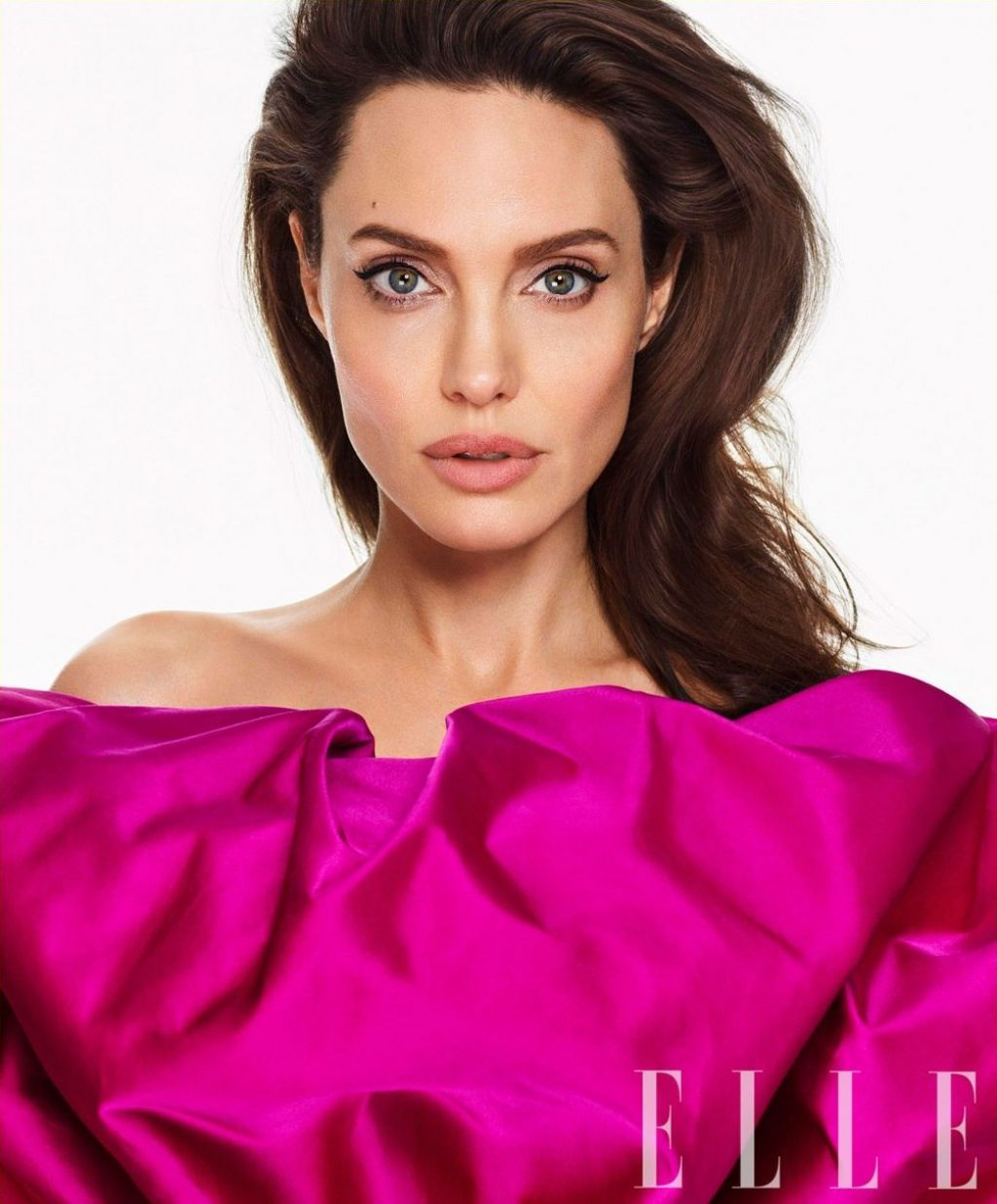 http://celebmafia.com/wp-content/uploads/2018/02/angelina-jolie-photoshoot-for-elle-march-2018-5.jpg