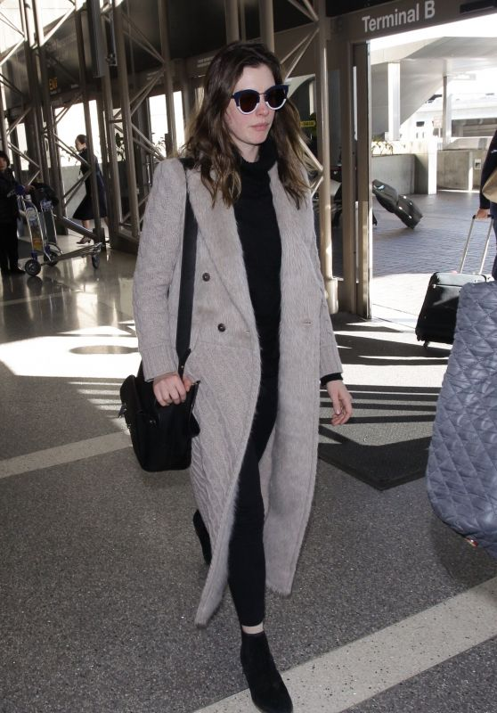 Anne Hathaway Flight out of Los Angeles at LAX 02/25/2018