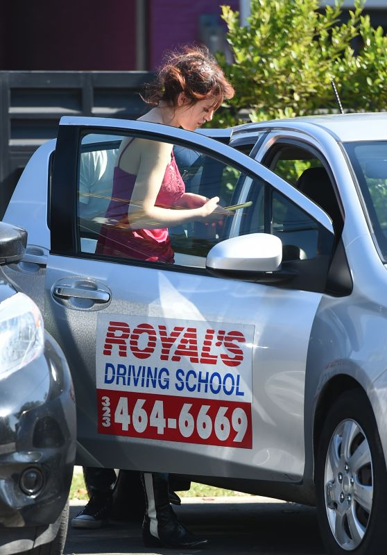 Bella Thorne - Takes Driving Lessons in Los Angeles