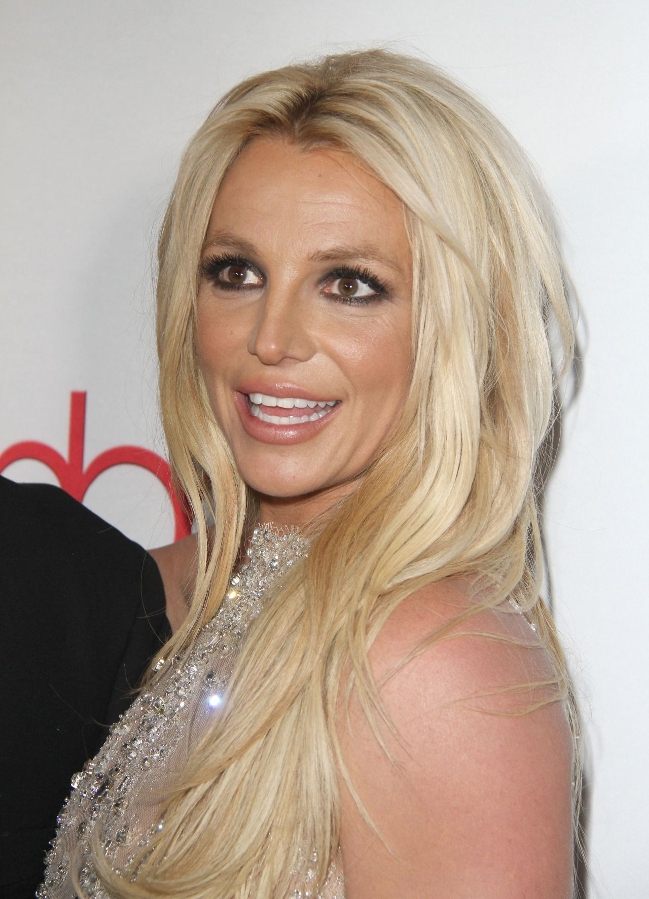 britney-spears-2018-hollywood-beauty-awards-in-la-14.jpg