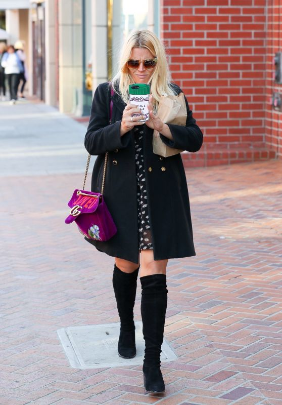 Busy Philipps - Shows Off Her Pill Bottle Smartphone Cover in Beverly Hills