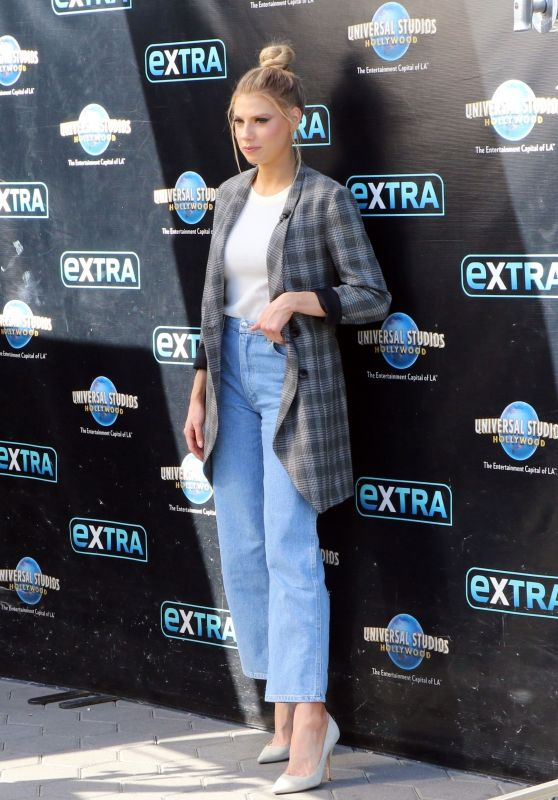"""Charlotte McKinney at """"Extra"""" in NYC"""