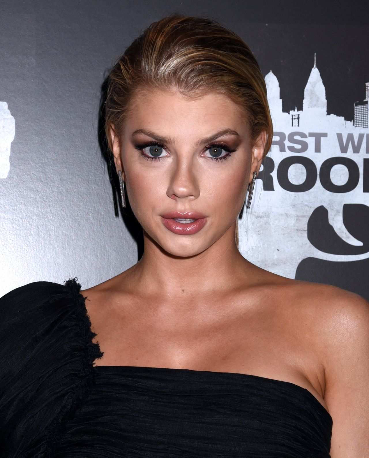Charlotte Mckinney Quot First We Take Brooklyn Quot Premiere In