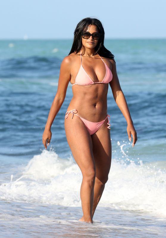 Claudia Jordan in a Pink Bikini on the Beach in Miami