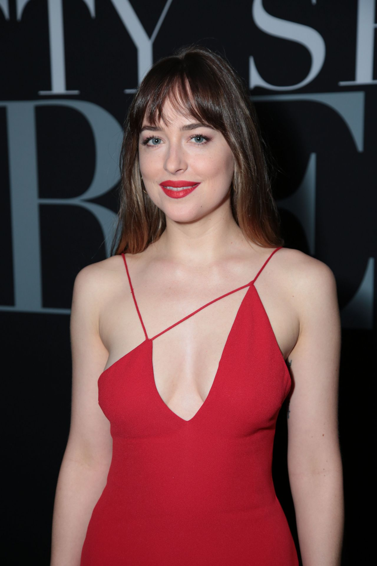 http://celebmafia.com/wp-content/uploads/2018/02/dakota-johnson-fifty-shades-freed-premiere-in-los-angeles-6.jpg